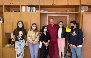 ученици направиха дарение covid отделението асеновград