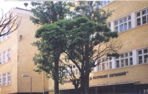 температурен рекорд родители ужасени опашки ученици входа столичното училище