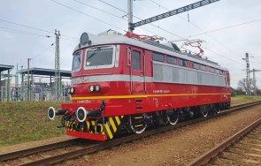 първият изцяло обновен локомотив бдж вече пътува железопътната мрежа снимки