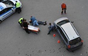 Кола катастрофира и помля мъж в магазин