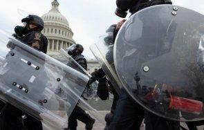 капитолият пълна блокада евакуирани всички служители входове изходите затворени снимки видео