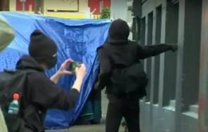 безредици сащ изпочупиха щаба демократическата партия портланд