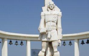 издирват вандали потрошили паметника адмирал ушаков нос калиакра