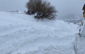зима сняг натрупал източните родопи