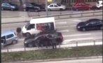 ЗРЕЛИЩЕН ЕКШЪН В ПЛОВДИВ: Шофьори се млатят на оживен булевард (ВИДЕО/СНИМКИ)