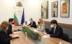 Марияна Николова настоя пред посланика на Великобритания да паднат ограниченията за туристически пътувания