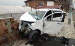 Кола се вряза в ограда на къща в Пловдивско