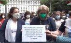 ИЗВЪНРЕДНО В ПИК TV: Десетки лекари на протест в защита на проф. Кантарджиев от чистката на Радев: Ще сме тук всеки ден! За месец и половина са на власт и решиха да режат месо от медицината (ВИДЕО/ОБНОВЕНА)