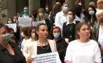 ТРЕТИ ДЕН: Протестите срещу пенсионирането на проф. Кантарджиев не стихват