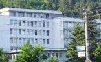 НА ЗЕЛЕНО УЧИЛИЩЕ: Приеха 14 деца с хранително натравяне в болницата в Разлог