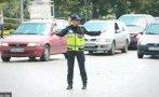 пътни полицаи регулират натоварено кръстовище пловдив