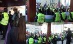 ЕКШЪН В ПИК TV: Стотици пътищари нахлуват в МРРБ на протеста срещу кабинета