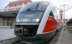 БРУТАЛНО: Пътник нападна началник на влак и машинист и избяга